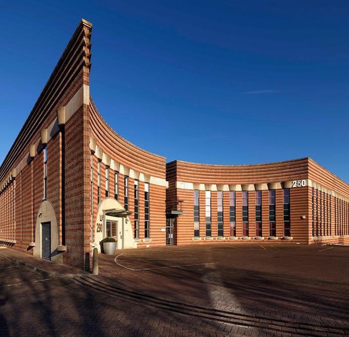 ویژگیهای معماری پستمدرن