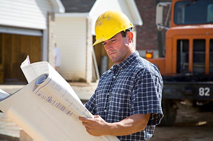 بررسی نقش پیمانکار، کارفرما و مشاور ساختمانی در پروژههای ساخت و ساز